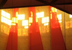 Lumière dans le chœur, invitation à la louange